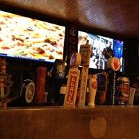 Foto tomada en Ollie's Pub por Katie C. el 2/15/2012