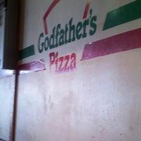 Das Foto wurde bei Godfather's Pizza von Jennifer B. am 9/4/2012 aufgenommen