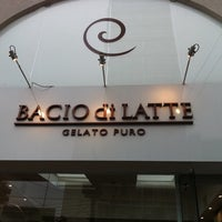 Foto tomada en Bacio di Latte por Aline I. el 10/12/2011