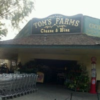 Photo taken at Tom's Farms Cheese and Wine Shoppe by Darienne S. on 5/26/2012