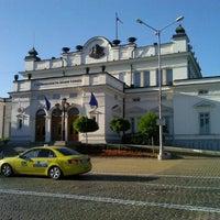 6/12/2012 tarihinde Radoslav Svetlinka Y.ziyaretçi tarafından пл. Народно събрание (Narodno sabranie Sq.)'de çekilen fotoğraf