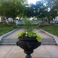 Foto diambil di Mount Vernon Place oleh MacProDiva pada 6/5/2012