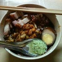 Photo taken at Green House Hokkien Mee (青屋蝦麵) by Von V. on 10/16/2011