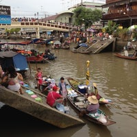 Photo taken at Amphawa Floating Market by PloiLy on 6/24/2012