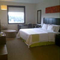 Photo taken at Holiday Inn Express by José Luis V. on 8/25/2012