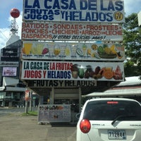 Foto tomada en La Casa de las Frutas, Jugos y Helados por Miriam S. el 6/22/2012
