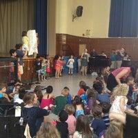 Das Foto wurde bei Manhattan School For Children von Marisa T. am 6/21/2012 aufgenommen