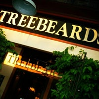 Photo taken at Treebeards by Yusri Echman on 8/2/2012
