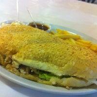 Foto tirada no(a) Restaurante Girassol por Rosane R. em 3/12/2012