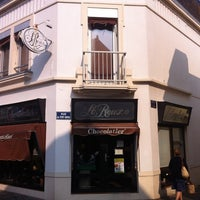 Photo taken at Henri Le Roux Chocolatier Caramelier by Ishii M. on 4/25/2011