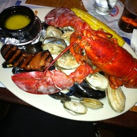 Photo taken at Legal Sea Foods by Emi M. on 7/22/2012