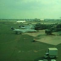 Das Foto wurde bei Newark AirTrain - Terminal A von Wendy L. am 9/14/2011 aufgenommen