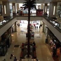 Foto tomada en La Gran Plaza Fashion Mall por Reynaldo R. el 9/13/2012