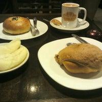 Foto tirada no(a) Bellapan Bakery por Wagner H. em 7/20/2012