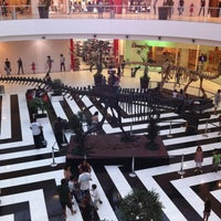 Photo taken at Shopping Paralela by Glauber F. on 11/12/2011