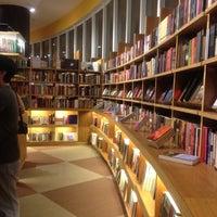 Foto tirada no(a) Livraria Cultura por Paula G. em 4/29/2012