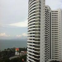 Photo taken at Jomtien Palm Beach Hotel&Resort by 'Norr N. on 10/12/2011