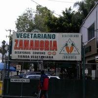 Foto tomada en Restaurant Zanahoria Vegetariano por Andres V. el 2/12/2012