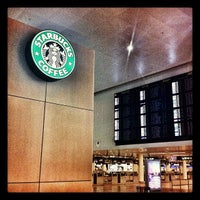 Photo taken at Starbucks by Stephan P. on 11/18/2011