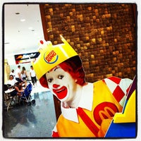 Foto tirada no(a) McDonald's por Luciano Tadeu d. em 2/19/2012