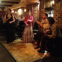 Foto tomada en Nai Tapas Bar por Martin G. el 5/18/2012