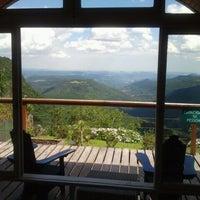 Foto tirada no(a) Laje de Pedra Resort Hotel por Adinarte D. em 1/11/2012
