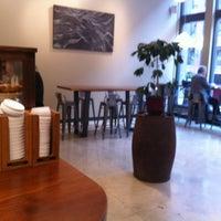 Foto scattata a Barrington Coffee Roasting Company da Haley M. il 3/26/2012