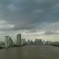 Photo taken at Rama III Bridge by ♥pattarravee♥ on 10/3/2011