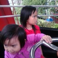 Foto diambil di Wahana Kincir Raksasa Bianglala (Giant Wheel) oleh Abi E. pada 1/29/2012