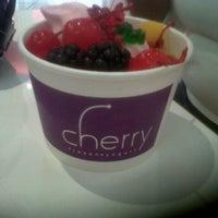 Photo taken at Cherry Frozen Yogurt by Fernando H. on 7/13/2012
