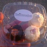 Photo taken at Trailercakes by Juan G M. on 4/7/2012