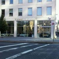 Das Foto wurde bei Maserati of Manhattan von Michael T. am 10/30/2011 aufgenommen