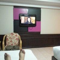 Photo taken at โรงแรมรื่นรมย์ by Tanach B. on 8/17/2012