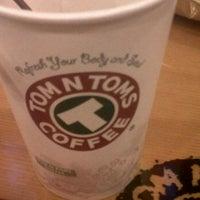 Photo taken at TOM N TOMS COFFEE by Taw N. on 2/12/2012