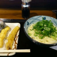 Photo taken at 丸亀製麺 みらい長崎ココウォーク店 by Mak A. on 2/1/2012
