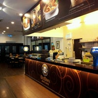 Photo taken at OldTown White Coffee by Mohd Hatta A. on 8/31/2011