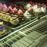 Photo taken at Bleeding Heart Bakery by Miss V. on 8/22/2011