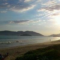 Foto tirada no(a) Praia da Lagoinha por Wilson Luiz N. em 12/17/2011