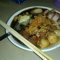 Photo taken at Green House Hokkien Mee (青屋蝦麵) by Kelvin O. on 3/6/2012