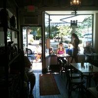 Foto diambil di Le Salbuen Cafe Market oleh Gerald W. pada 6/23/2012