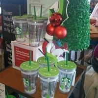 Снимок сделан в Starbucks пользователем Ryan E. 12/3/2011