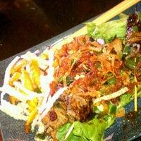 Снимок сделан в Green Leaf Vietnamese Restaurant пользователем SeattleRevealed 8/10/2011