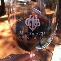 Foto tirada no(a) Gundlach Bundschu Winery por Tianna J. em 7/6/2012