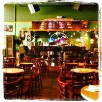 Photo prise au Pete's Dueling Piano Bar par Georgia M. le9/7/2012