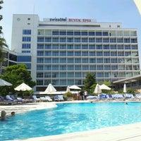 8/8/2012 tarihinde Marco C.ziyaretçi tarafından Swiss Otel Havuz'de çekilen fotoğraf