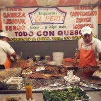 Foto tirada no(a) Tacos El Periferico por Osvaldo O. em 6/10/2012
