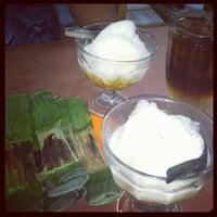 Photo taken at Ayam Bakar Mas Mono by Putik L. on 8/7/2012
