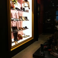 Photo prise au Dr. Martens par Veronica M. le9/23/2011