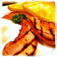 Photo taken at Hard Rock Cafe by Yukihiko T. on 11/5/2011