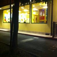 รูปภาพถ่ายที่ McDonald's โดย Massimo B. เมื่อ 8/11/2011